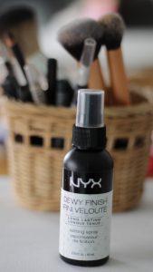 NYX dewy finish espray fijador de maquillaje